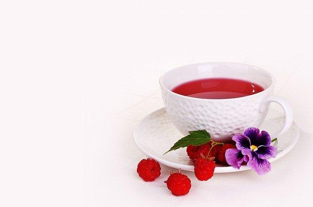 ovocný čaj v šálku
