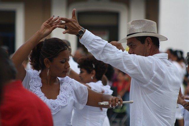 mexický pár při tanci