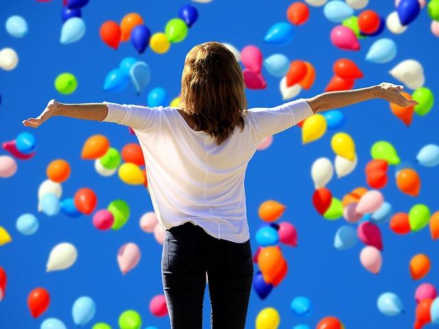 žena a balonky