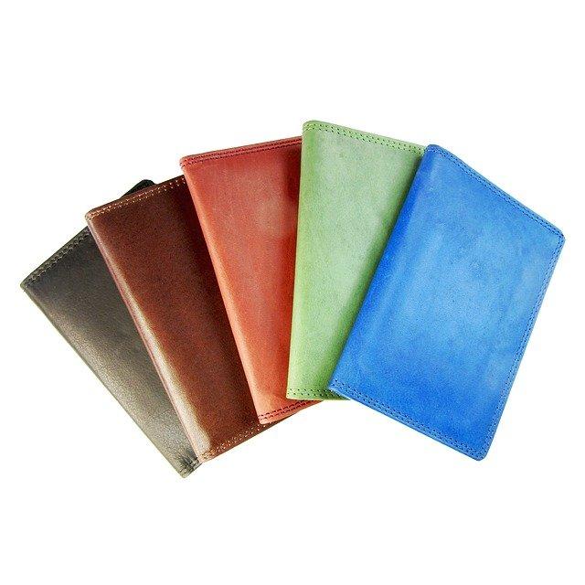 barevné peněženky