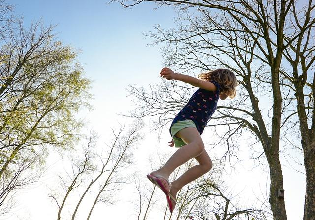 dívka ve vzduchu.jpg