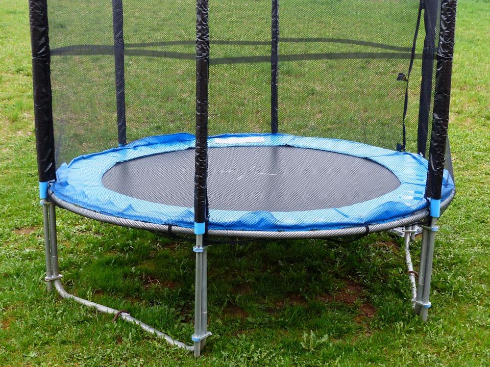 Dětská trampolína poslouží vašim ratolestem, ale i vám samotným post thumbnail image